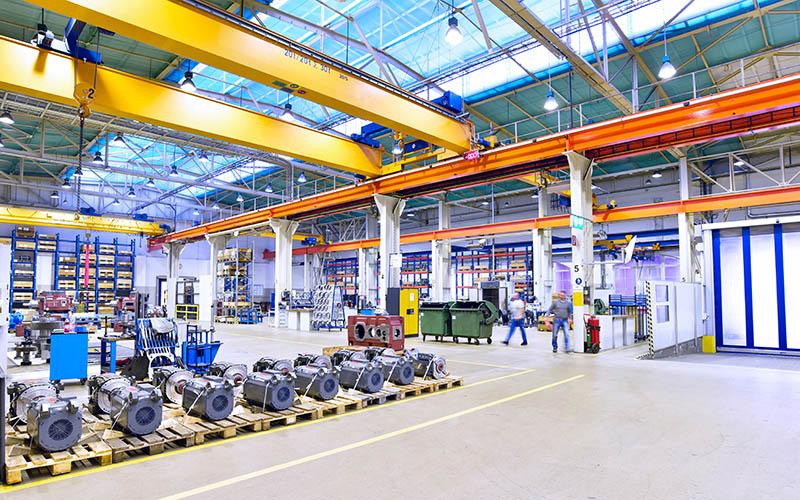Industriehalle mit Interieur im Maschinenbau // Industrial hall